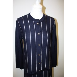 veste en laine bleu marine rayée blanc